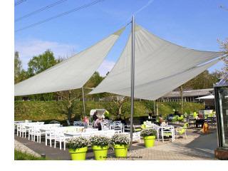 Sonnensegel Anlage mit Swela Sonnenstoffen von Pina Design