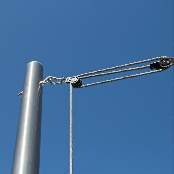 Sonnensegel Seilzugmast aus Edelstahl in der nahen Aufnahme