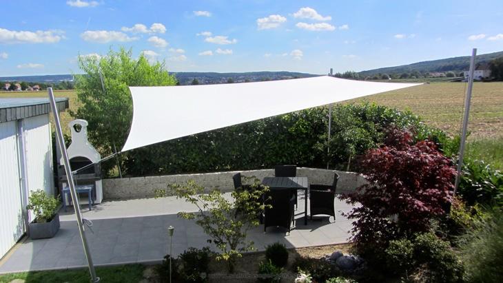 Sonnensegel Gartenterrasse » System mit 2 Masten/ 2 Masten mit Höheneinstellung. Ausgestattet mit einem wasserabweisenden Tuch.