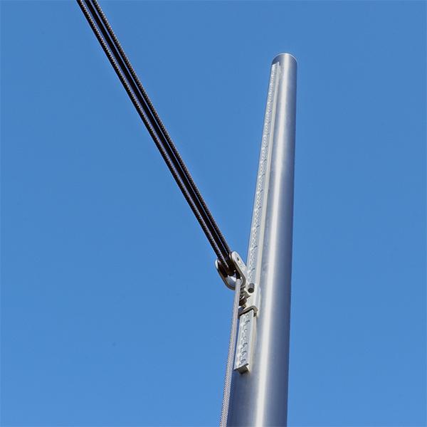 Höhenverstellbarer Sonnensegel Stange aus Edelstahl in der weiten Aufnahme