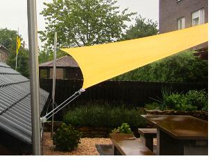 Mit höhenverstellbaren Sonnensegelmasten können Sie nachträglich die gewünschte Höhe einstellen © www.sonnensegel-pina.de