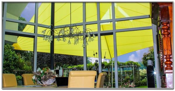 Sonnensegel unter oder ueber Glasdach